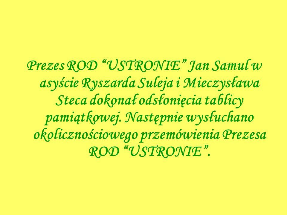 Prezes ROD USTRONIE Jan Samul w asyście Ryszarda Suleja i Mieczysława Steca dokonał odsłonięcia tablicy pamiątkowej.