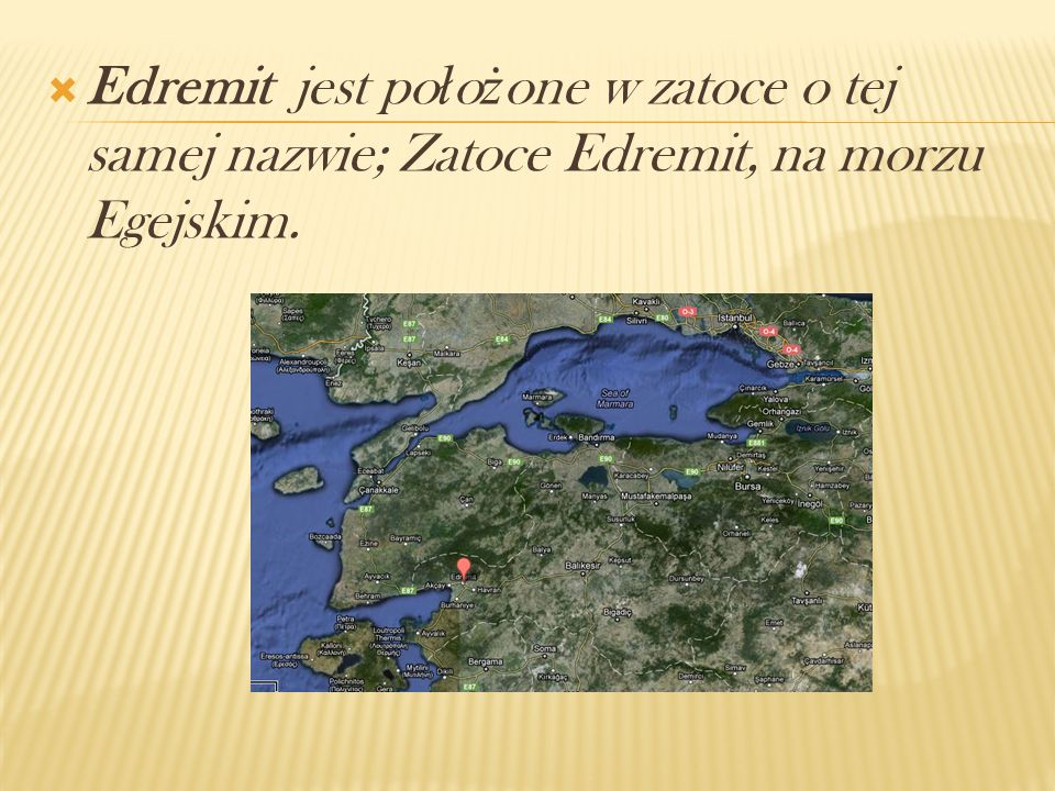 Edremit jest położone w zatoce o tej samej nazwie; Zatoce Edremit, na morzu Egejskim.