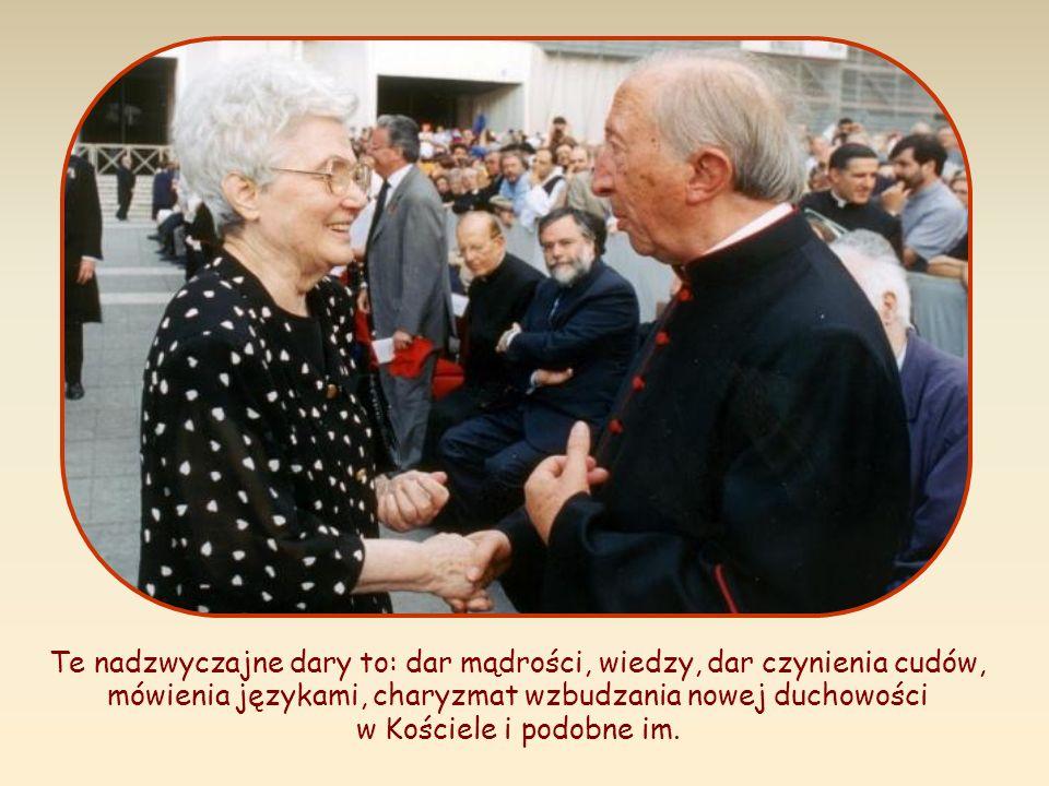 Te nadzwyczajne dary to: dar mądrości, wiedzy, dar czynienia cudów, mówienia językami, charyzmat wzbudzania nowej duchowości w Kościele i podobne im.