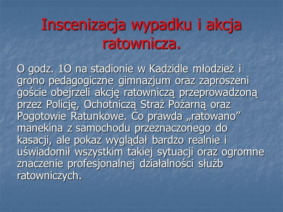 Inscenizacja wypadku i akcja ratownicza.