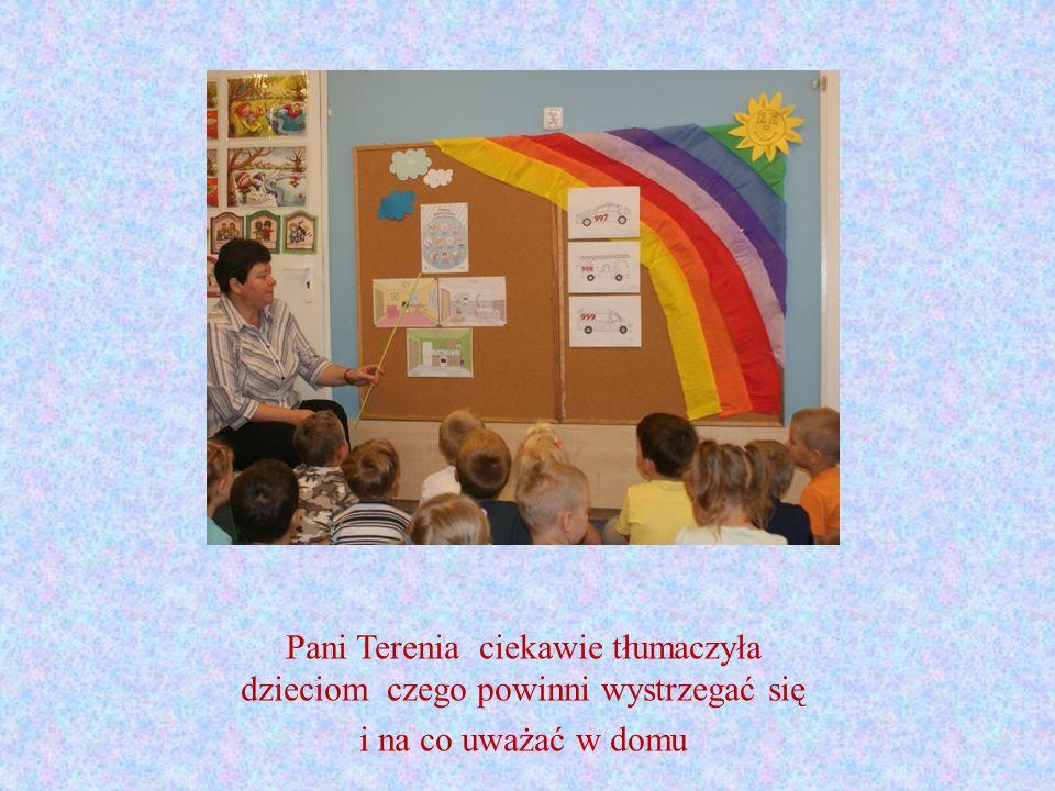Pani Terenia ciekawie tłumaczyła dzieciom czego powinni wystrzegać się