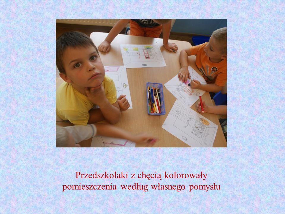Przedszkolaki z chęcią kolorowały pomieszczenia według własnego pomysłu