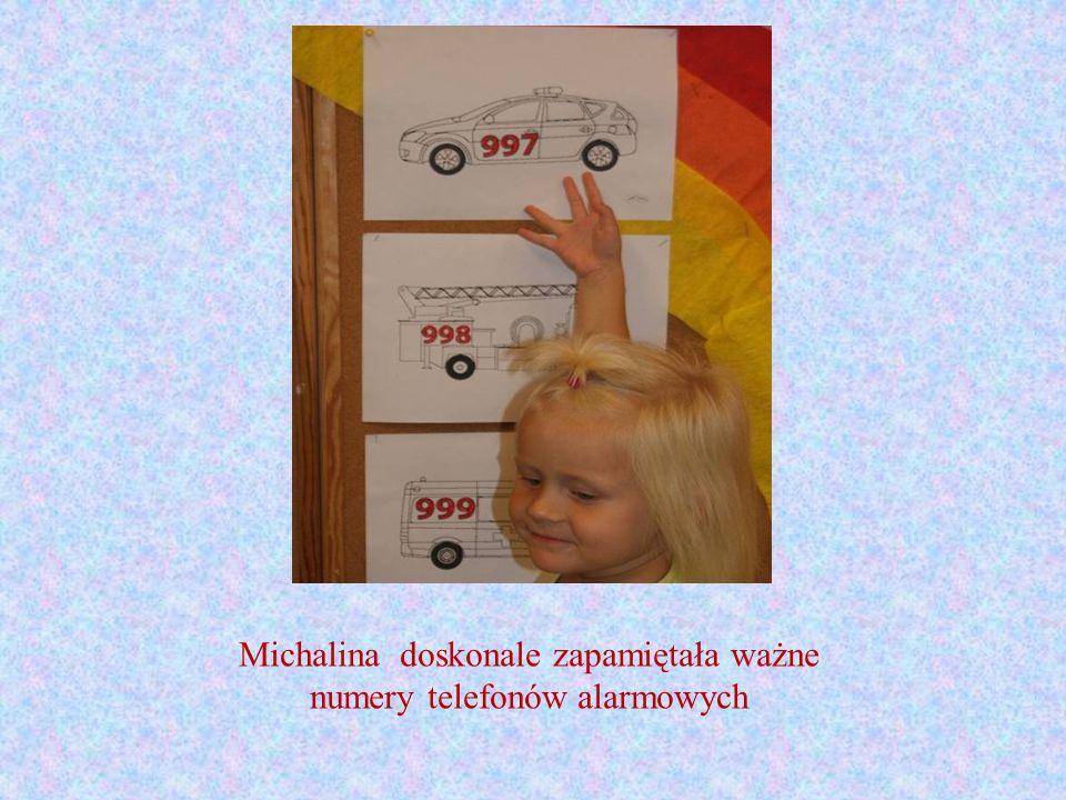 Michalina doskonale zapamiętała ważne numery telefonów alarmowych