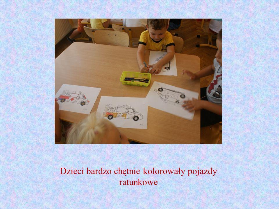 Dzieci bardzo chętnie kolorowały pojazdy ratunkowe