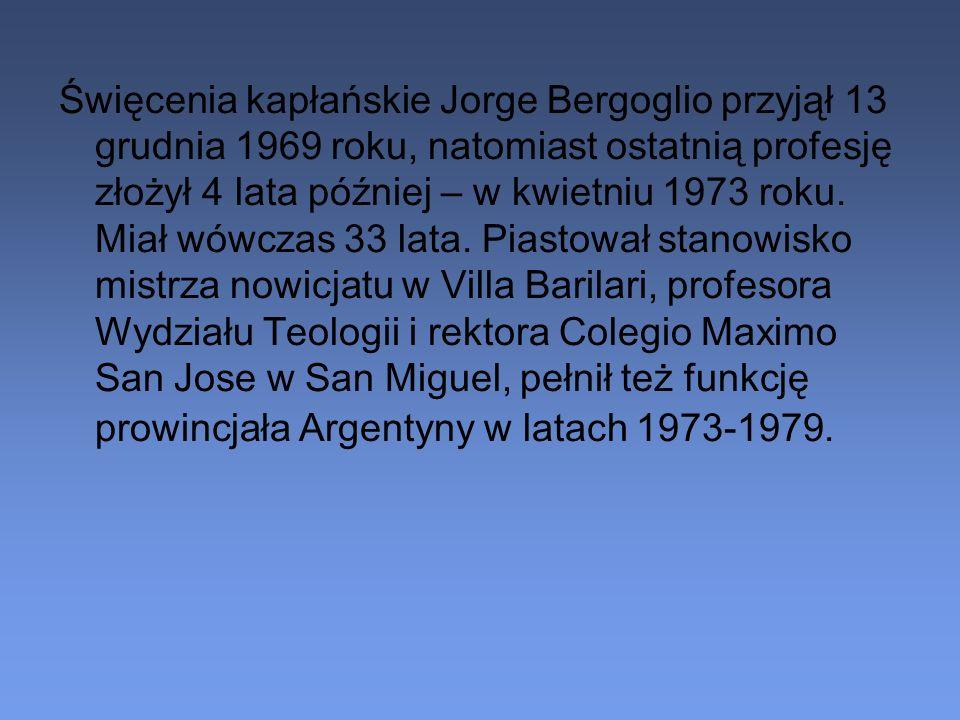 Święcenia kapłańskie Jorge Bergoglio przyjął 13 grudnia 1969 roku, natomiast ostatnią profesję złożył 4 lata później – w kwietniu 1973 roku.