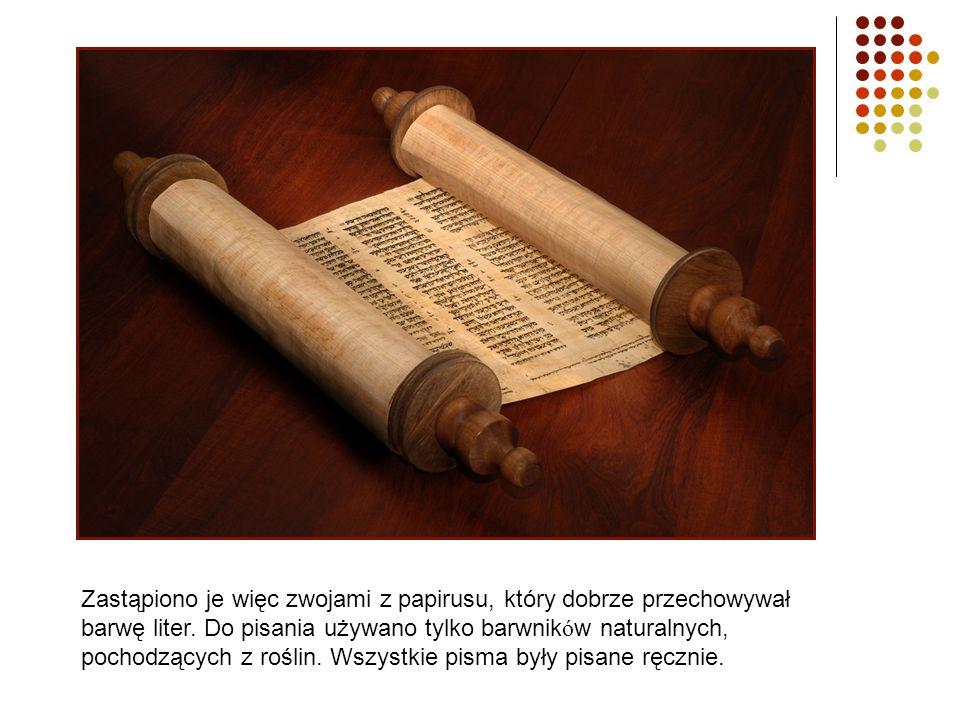 Zastąpiono je więc zwojami z papirusu, który dobrze przechowywał barwę liter.