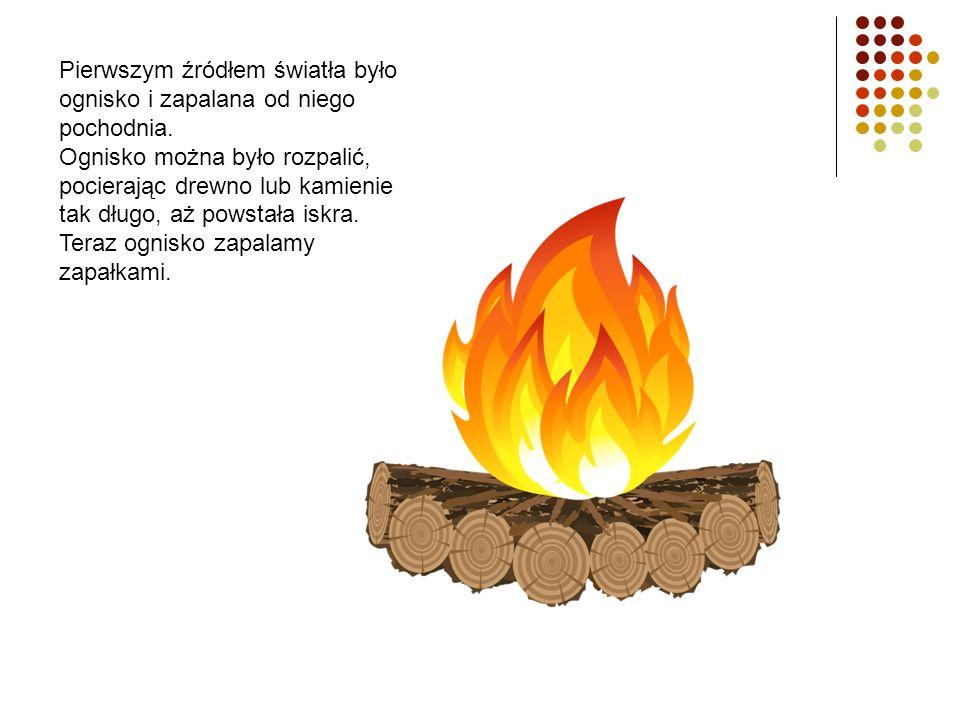 Pierwszym źródłem światła było ognisko i zapalana od niego pochodnia.