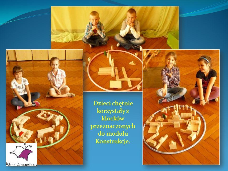 Dzieci chętnie korzystały z klocków przeznaczonych do modułu Konstrukcje.