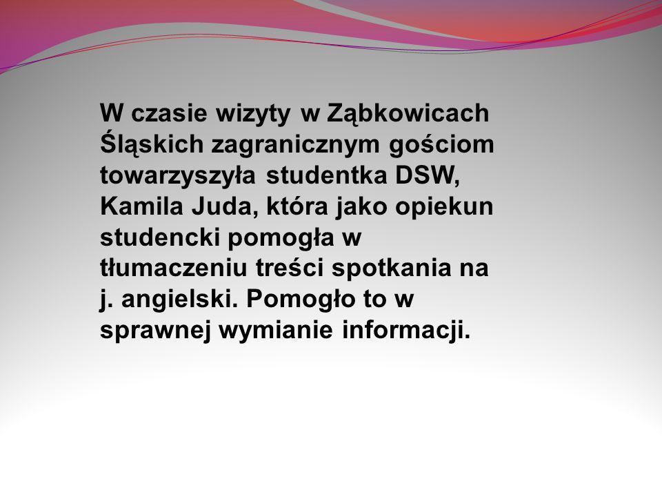 W czasie wizyty w Ząbkowicach Śląskich zagranicznym gościom towarzyszyła studentka DSW, Kamila Juda, która jako opiekun studencki pomogła w tłumaczeniu treści spotkania na j.