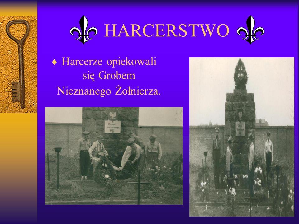 Harcerze opiekowali się Grobem Nieznanego Żołnierza.