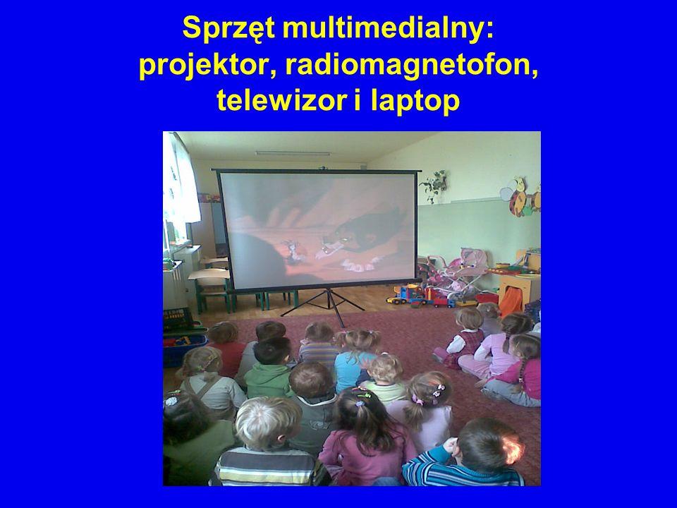 Sprzęt multimedialny: projektor, radiomagnetofon, telewizor i laptop
