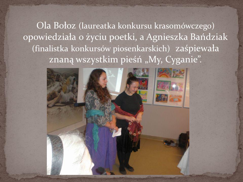 """Ola Bołoz (laureatka konkursu krasomówczego) opowiedziała o życiu poetki, a Agnieszka Bańdziak (finalistka konkursów piosenkarskich) zaśpiewała znaną wszystkim pieśń """"My, Cyganie ."""