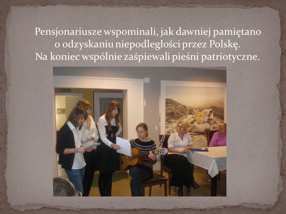 Pensjonariusze wspominali, jak dawniej pamiętano o odzyskaniu niepodległości przez Polskę.