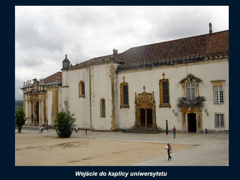 Wejście do kaplicy uniwersytetu