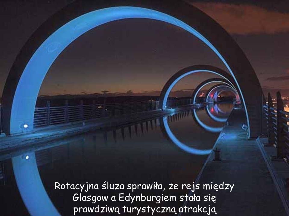 Rotacyjna śluza sprawiła, że rejs między Glasgow a Edynburgiem stała się prawdziwą turystyczną atrakcją