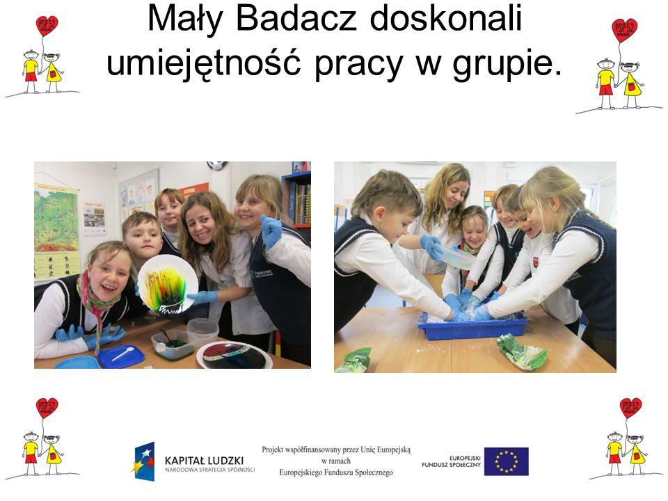Mały Badacz doskonali umiejętność pracy w grupie.