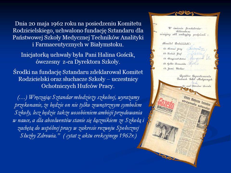 Dnia 20 maja 1962 roku na posiedzeniu Komitetu Rodzicielskiego, uchwalono fundację Sztandaru dla Państwowej Szkoły Medycznej Techników Analityki i Farmaceutycznych w Białymstoku.