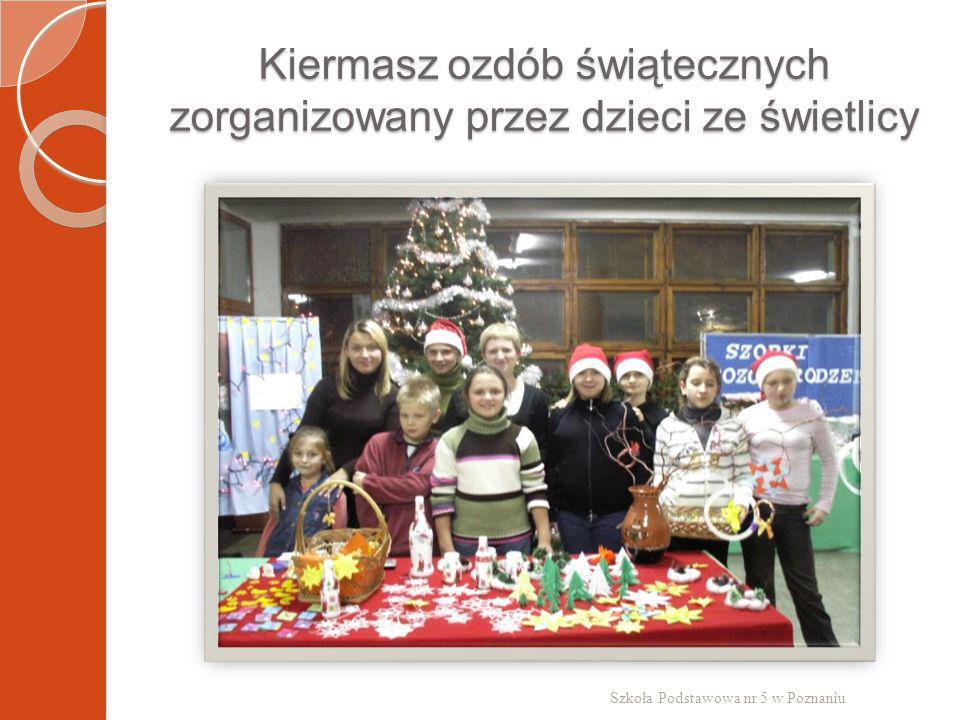 Kiermasz ozdób świątecznych zorganizowany przez dzieci ze świetlicy