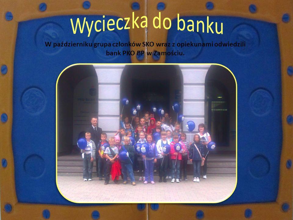 Wycieczka do banku W październiku grupa członków SKO wraz z opiekunami odwiedzili bank PKO BP w Zamościu.