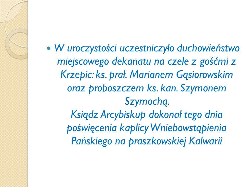 W uroczystości uczestniczyło duchowieństwo miejscowego dekanatu na czele z gośćmi z Krzepic: ks.