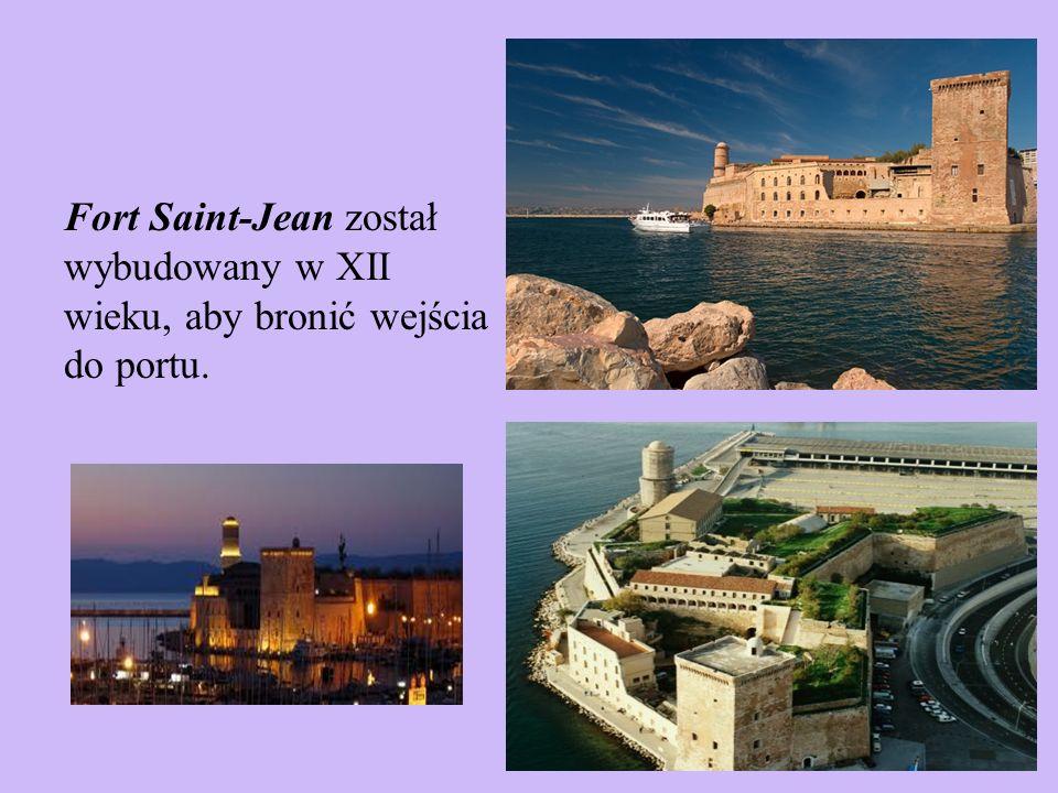 Fort Saint-Jean został wybudowany w XII wieku, aby bronić wejścia do portu.