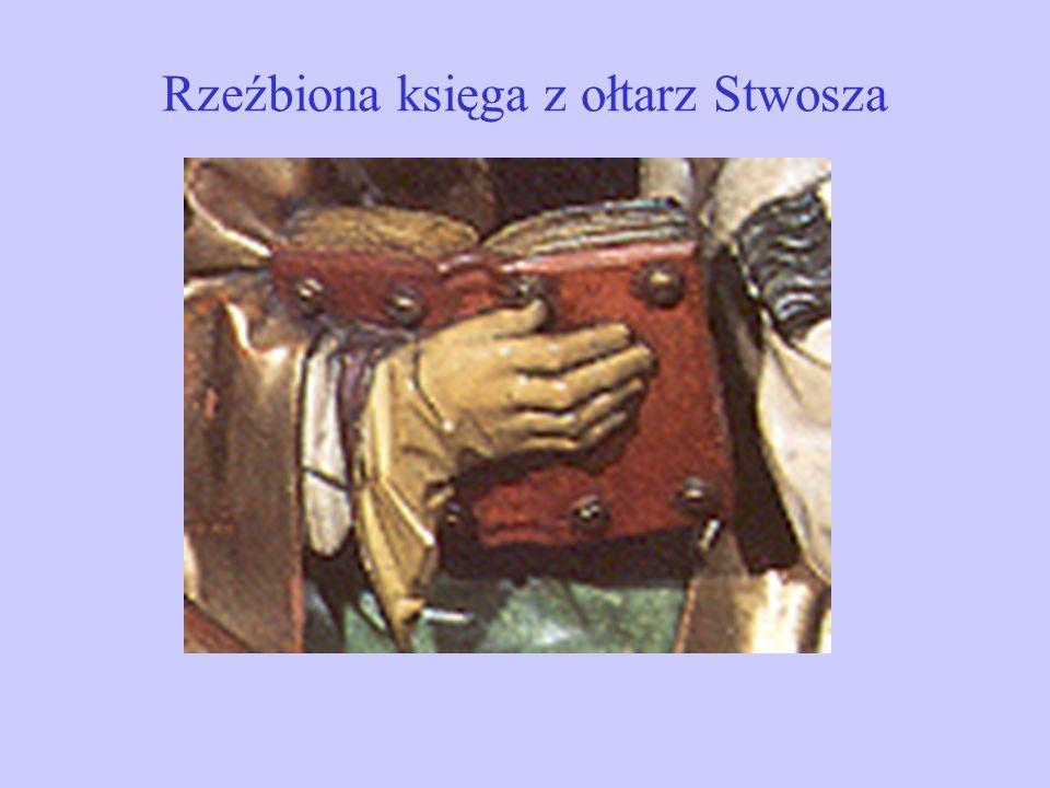 Rzeźbiona księga z ołtarz Stwosza