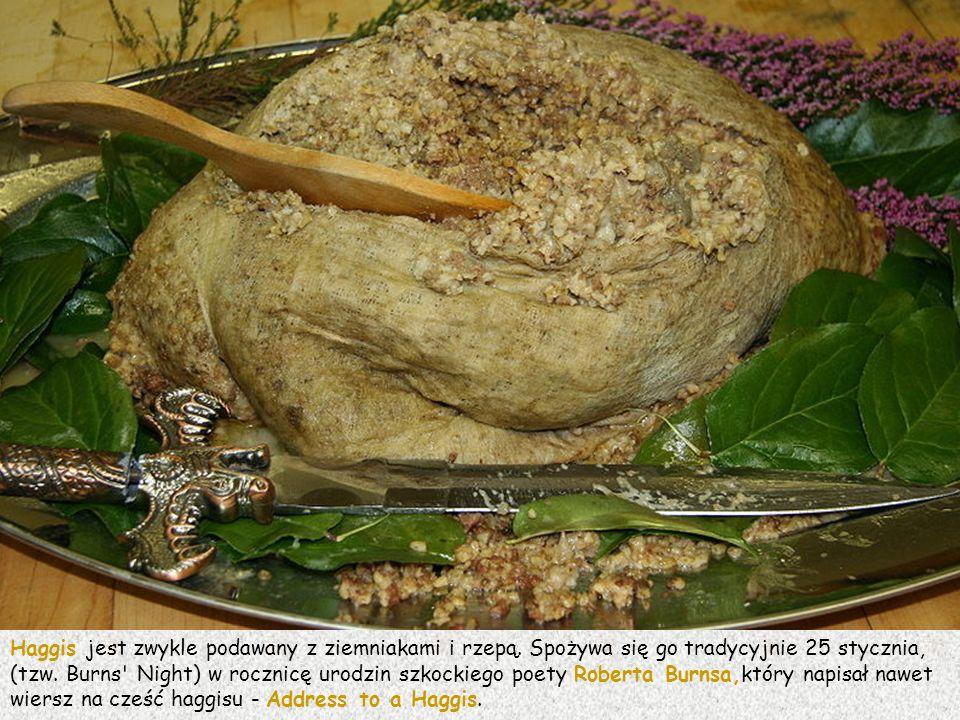 Haggis jest zwykle podawany z ziemniakami i rzepą