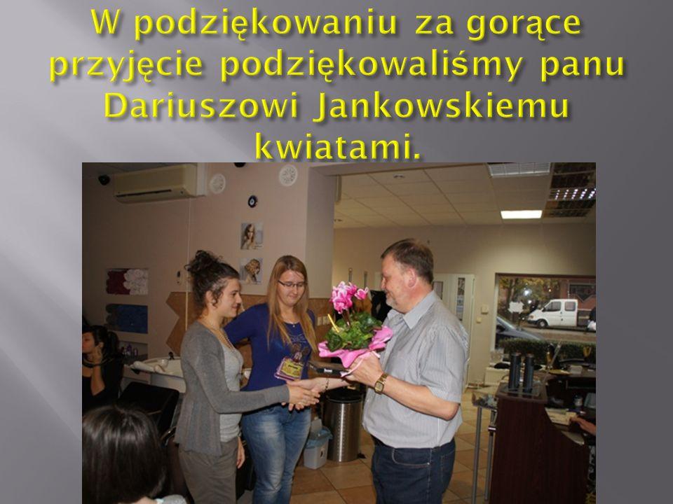 W podziękowaniu za gorące przyjęcie podziękowaliśmy panu Dariuszowi Jankowskiemu kwiatami.