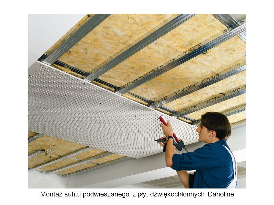 Montaż sufitu podwieszanego z płyt dźwiękochłonnych Danoline