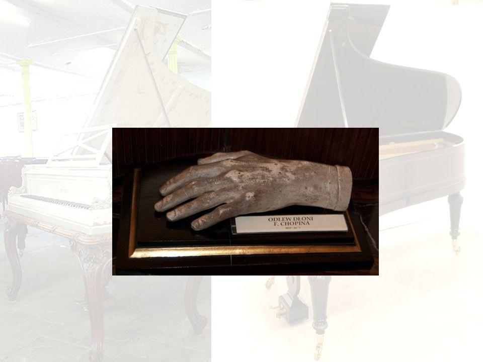 Chopin miał małe dłonie – zachował się odlew jego dłoni .