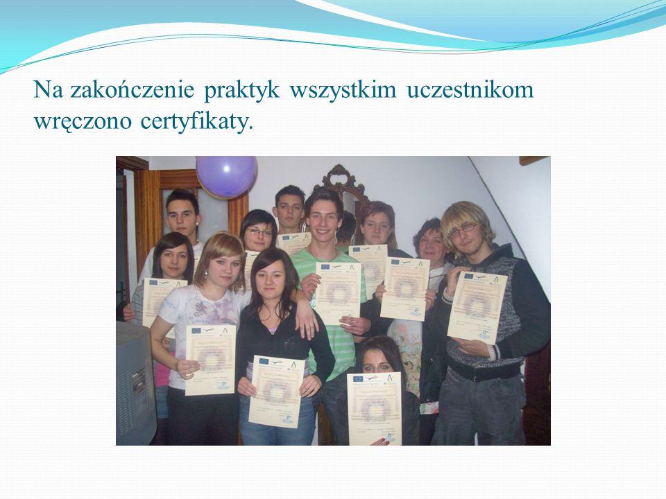 Na zakończenie praktyk wszystkim uczestnikom wręczono certyfikaty.