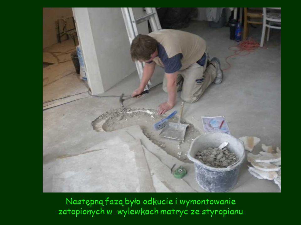 Następną fazą było odkucie i wymontowanie zatopionych w wylewkach matryc ze styropianu