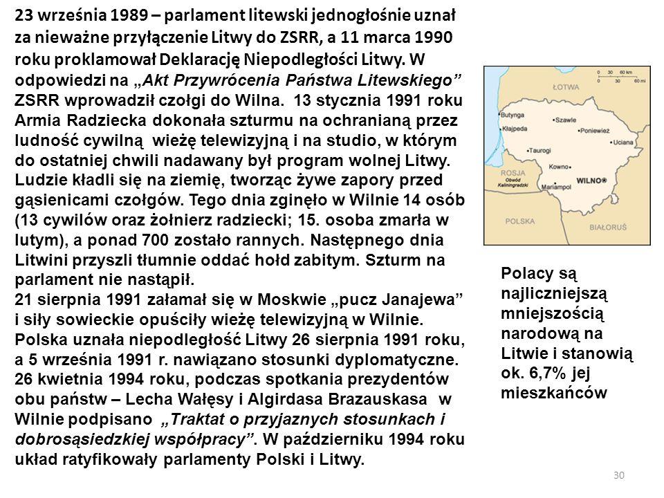 """23 września 1989 – parlament litewski jednogłośnie uznał za nieważne przyłączenie Litwy do ZSRR, a 11 marca 1990 roku proklamował Deklarację Niepodległości Litwy. W odpowiedzi na """"Akt Przywrócenia Państwa Litewskiego ZSRR wprowadził czołgi do Wilna. 13 stycznia 1991 roku Armia Radziecka dokonała szturmu na ochranianą przez ludność cywilną wieżę telewizyjną i na studio, w którym do ostatniej chwili nadawany był program wolnej Litwy. Ludzie kładli się na ziemię, tworząc żywe zapory przed gąsienicami czołgów. Tego dnia zginęło w Wilnie 14 osób (13 cywilów oraz żołnierz radziecki; 15. osoba zmarła w lutym), a ponad 700 zostało rannych. Następnego dnia Litwini przyszli tłumnie oddać hołd zabitym. Szturm na parlament nie nastąpił."""