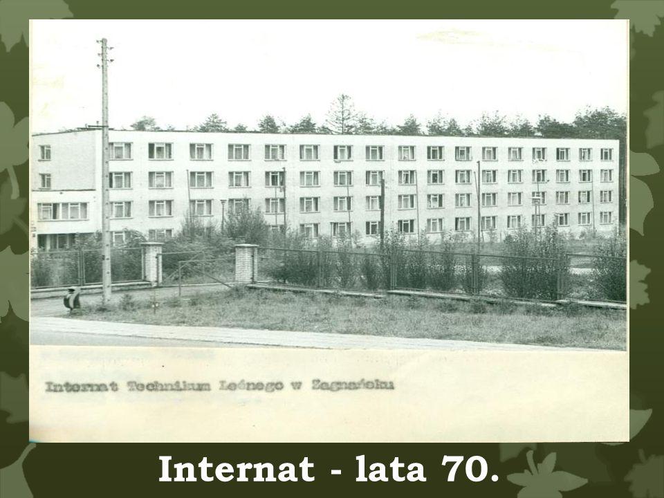 Internat - lata 70. Baza materialna Budynek Pokoje korytarze