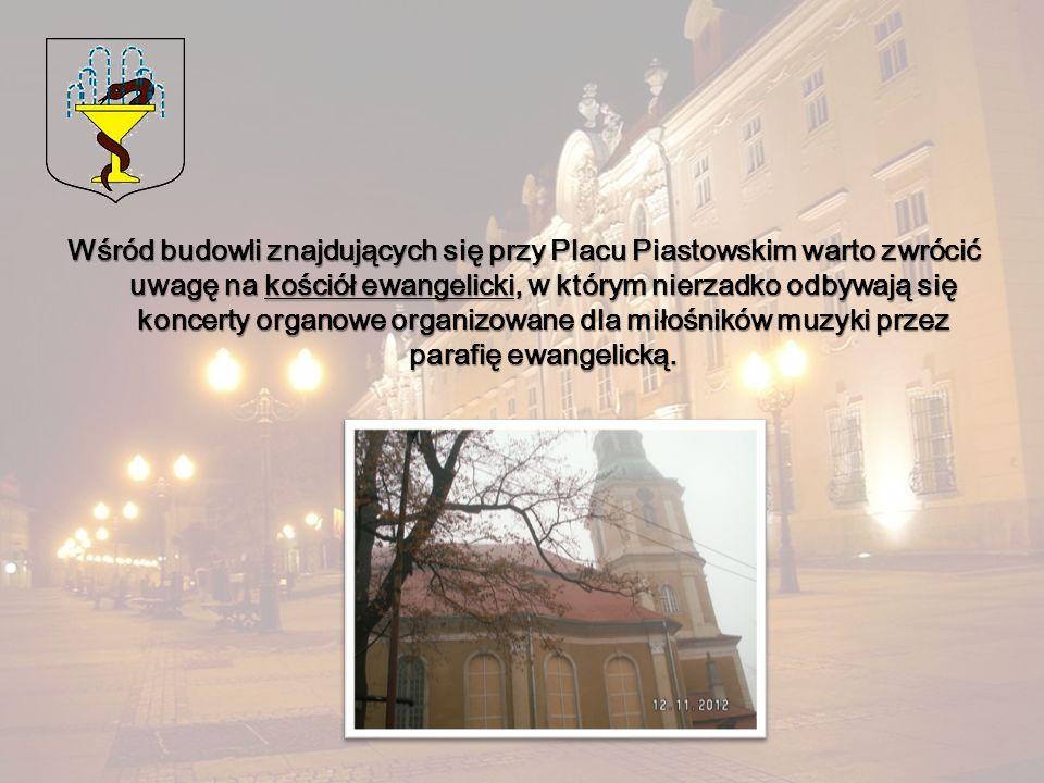 Wśród budowli znajdujących się przy Placu Piastowskim warto zwrócić uwagę na kościół ewangelicki, w którym nierzadko odbywają się koncerty organowe organizowane dla miłośników muzyki przez parafię ewangelicką.