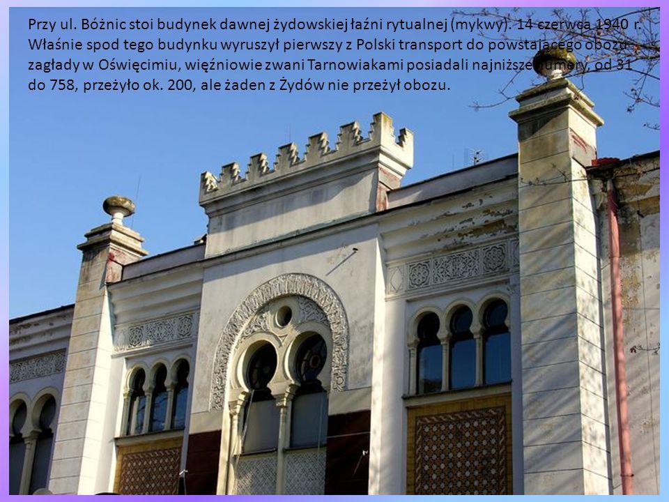 Przy ul. Bóżnic stoi budynek dawnej żydowskiej łaźni rytualnej (mykwy)