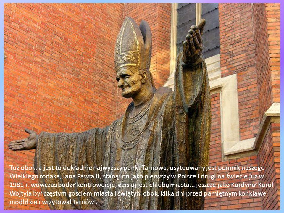 Tuż obok, a jest to dokładnie najwyższy punkt Tarnowa, usytuowany jest pomnik naszego Wielkiego rodaka, Jana Pawła II, stanął on jako pierwszy w Polsce i drugi na świecie już w 1981 r.
