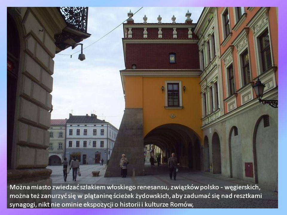 Można miasto zwiedzać szlakiem włoskiego renesansu, związków polsko - węgierskich, można też zanurzyć się w plątaninę ścieżek żydowskich, aby zadumać się nad resztkami synagogi, nikt nie ominie ekspozycji o historii i kulturze Romów,