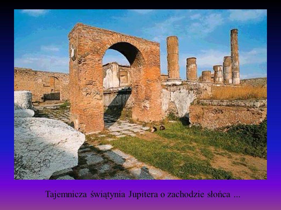 Tajemnicza świątynia Jupitera o zachodzie słońca ...