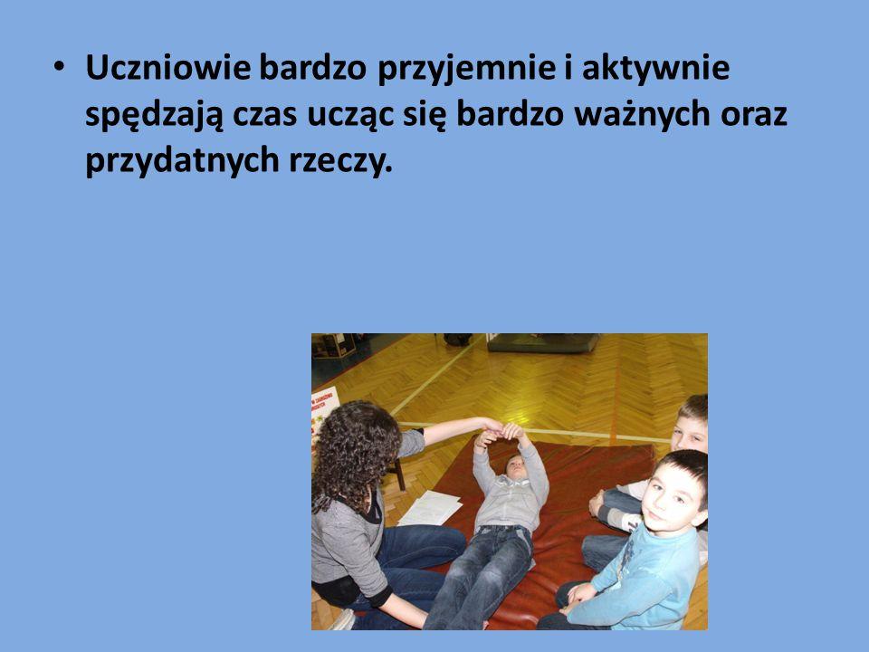 Uczniowie bardzo przyjemnie i aktywnie spędzają czas ucząc się bardzo ważnych oraz przydatnych rzeczy.