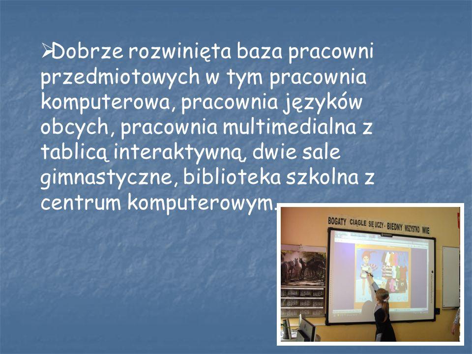Dobrze rozwinięta baza pracowni przedmiotowych w tym pracownia komputerowa, pracownia języków obcych, pracownia multimedialna z tablicą interaktywną, dwie sale gimnastyczne, biblioteka szkolna z centrum komputerowym.