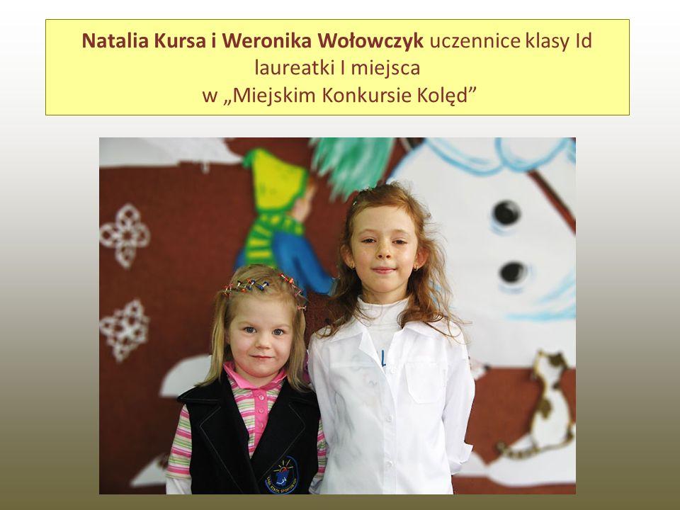 """Natalia Kursa i Weronika Wołowczyk uczennice klasy Id laureatki I miejsca w """"Miejskim Konkursie Kolęd"""