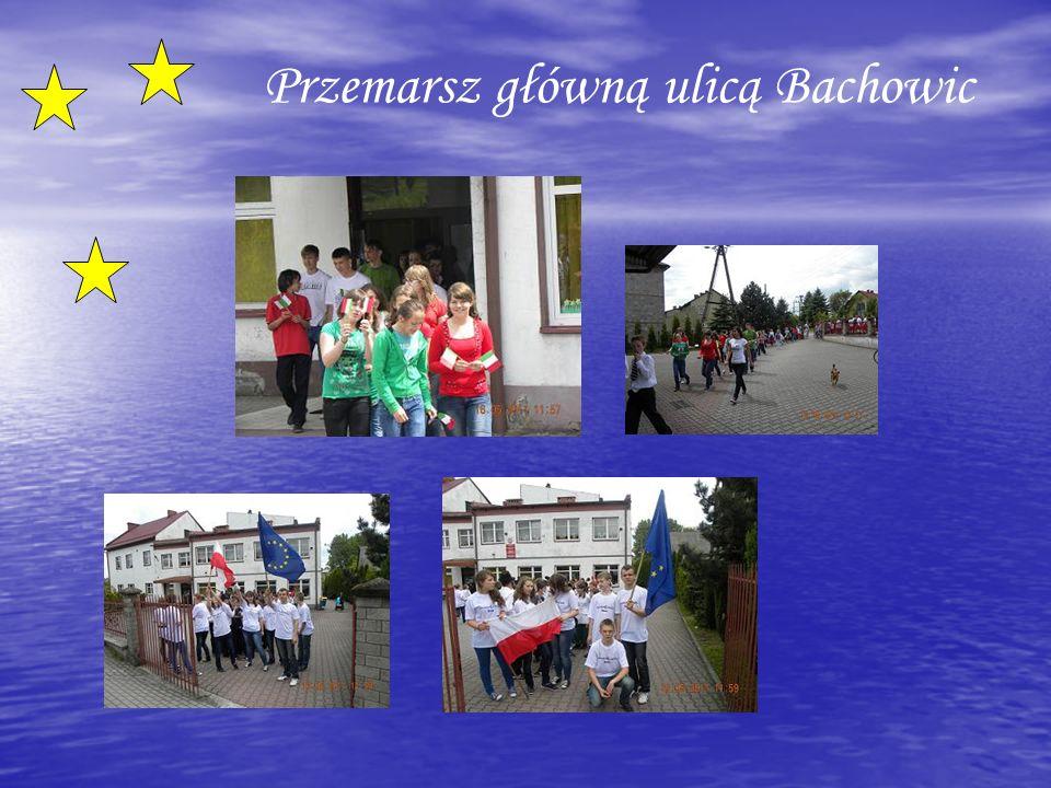 Przemarsz główną ulicą Bachowic
