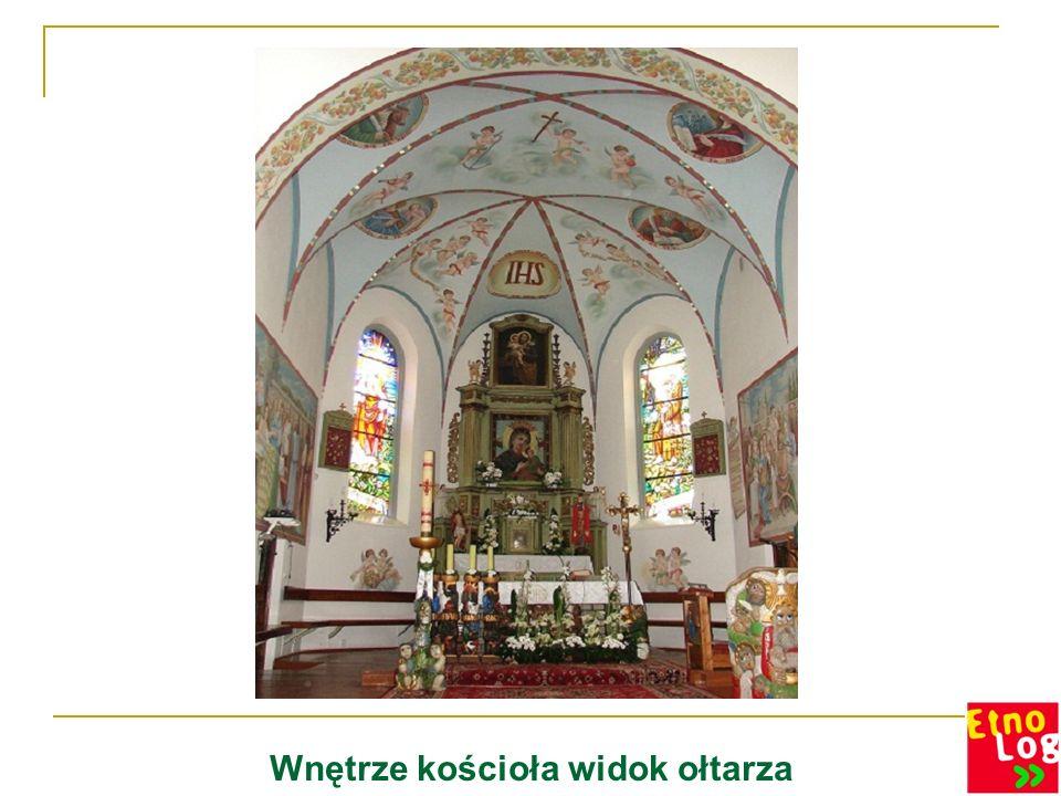 Wnętrze kościoła widok ołtarza