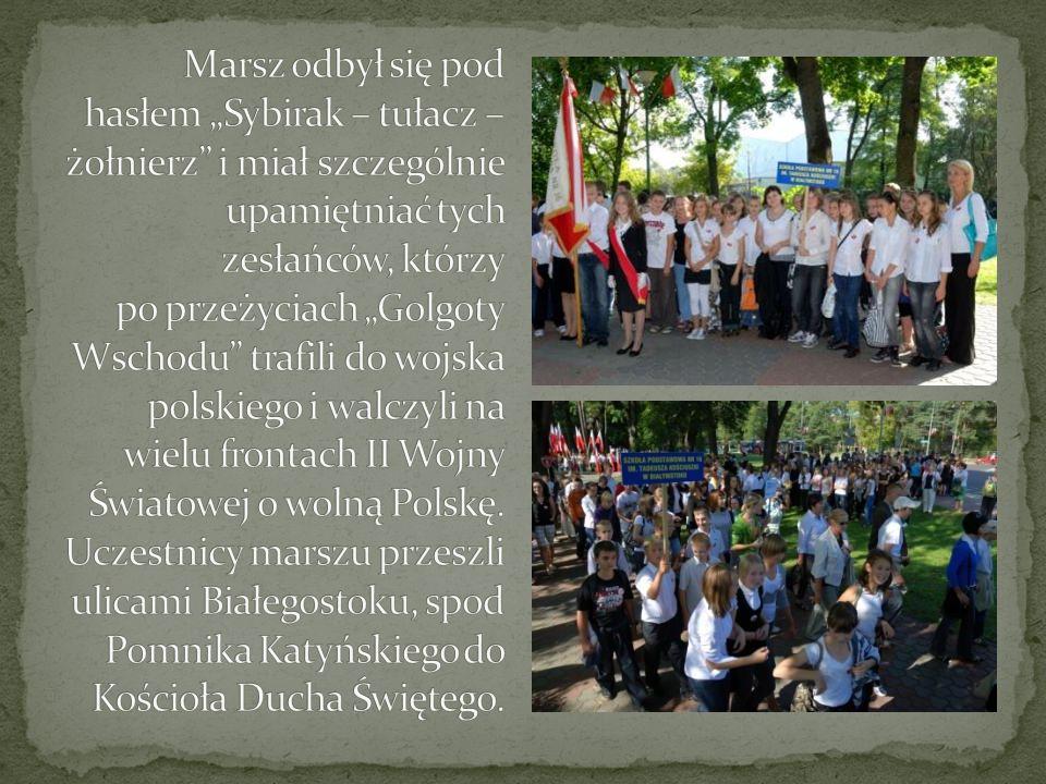 """Marsz odbył się pod hasłem """"Sybirak – tułacz – żołnierz i miał szczególnie upamiętniać tych zesłańców, którzy po przeżyciach """"Golgoty Wschodu trafili do wojska polskiego i walczyli na wielu frontach II Wojny Światowej o wolną Polskę."""
