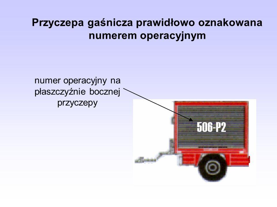 Przyczepa gaśnicza prawidłowo oznakowana numerem operacyjnym