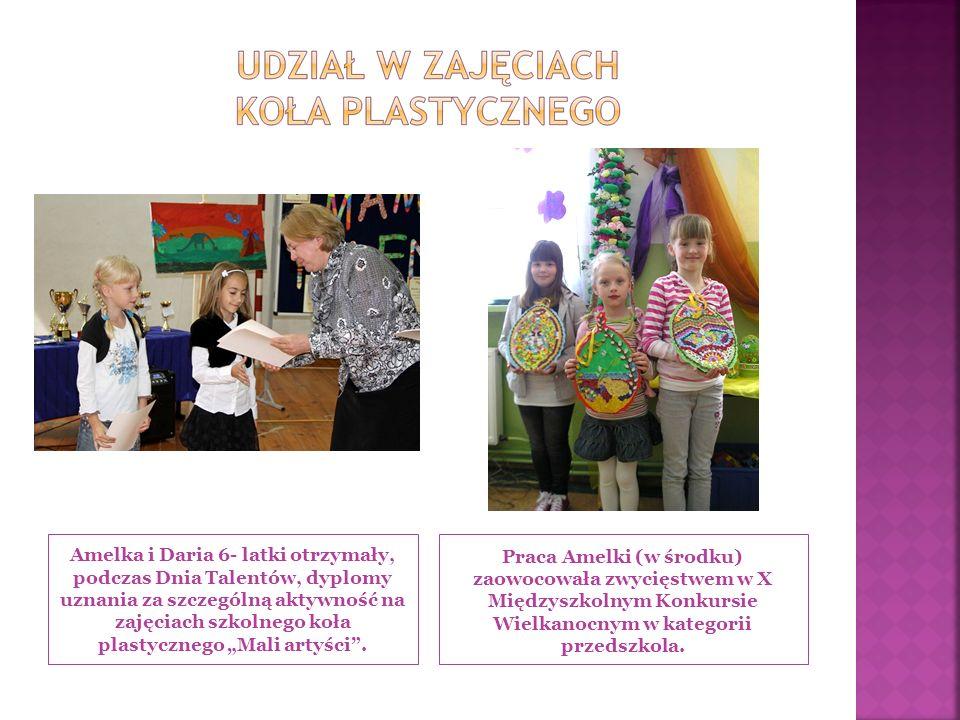 """Amelka i Daria 6- latki otrzymały, podczas Dnia Talentów, dyplomy uznania za szczególną aktywność na zajęciach szkolnego koła plastycznego """"Mali artyści ."""