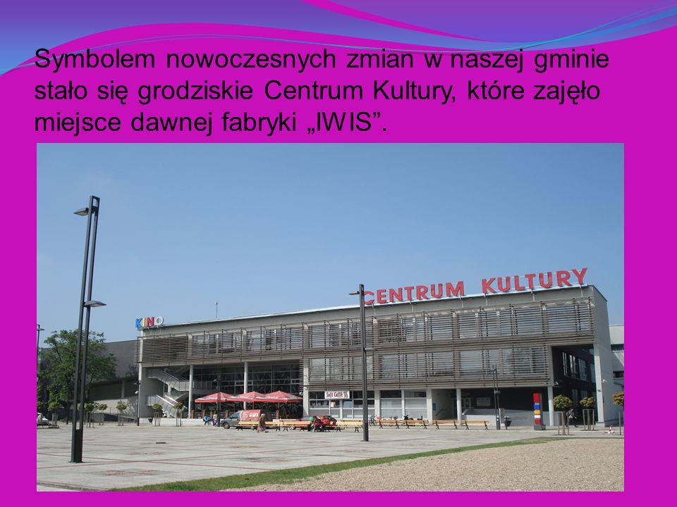 """Symbolem nowoczesnych zmian w naszej gminie stało się grodziskie Centrum Kultury, które zajęło miejsce dawnej fabryki """"IWIS ."""