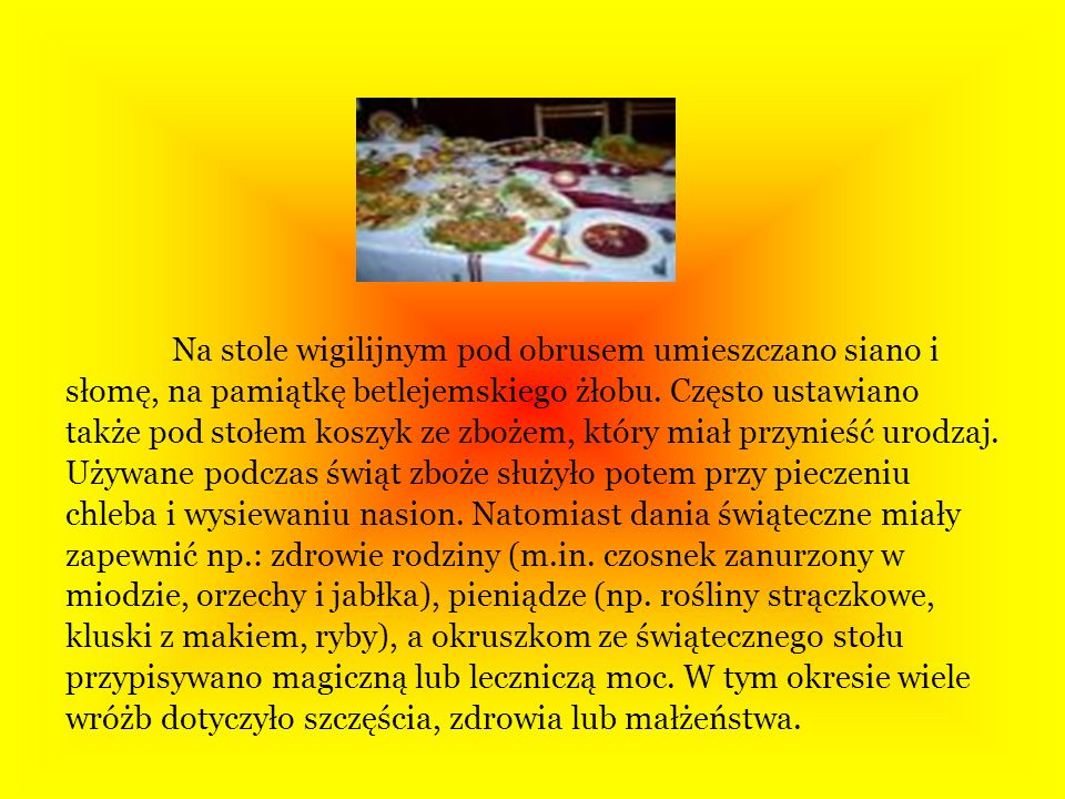 Na stole wigilijnym pod obrusem umieszczano siano i słomę, na pamiątkę betlejemskiego żłobu.