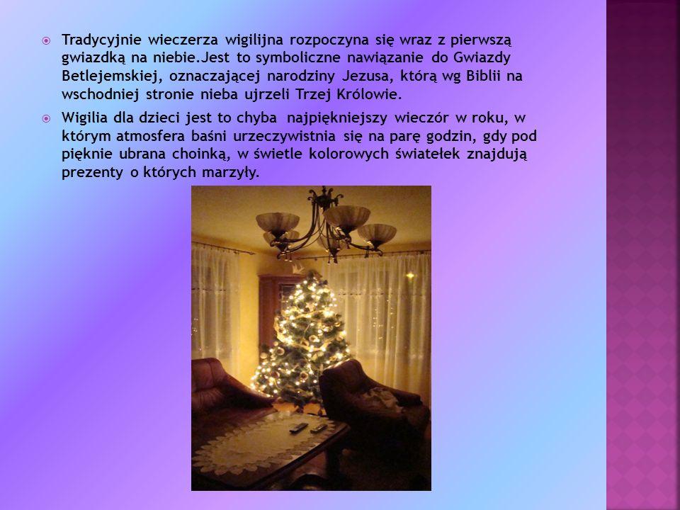 Tradycyjnie wieczerza wigilijna rozpoczyna się wraz z pierwszą gwiazdką na niebie.Jest to symboliczne nawiązanie do Gwiazdy Betlejemskiej, oznaczającej narodziny Jezusa, którą wg Biblii na wschodniej stronie nieba ujrzeli Trzej Królowie.
